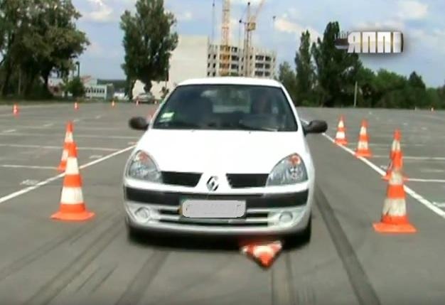 відео занять з контраварійного водіння