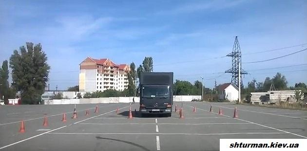 инструктор на грузовом автомобиле